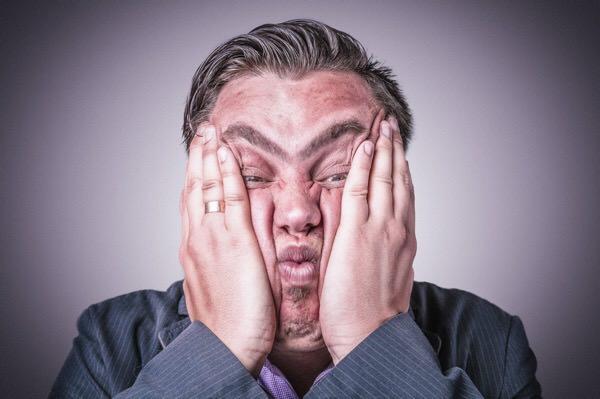 【疲れてませんか?】眼の疲れによる偏頭痛の5つの治し方