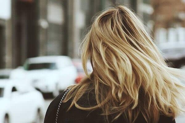 髪質によってカラーのツヤ感は変わる?