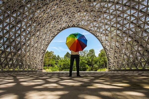 カラーの褪色を防ぐ紫外線予防の日傘の選び方は?