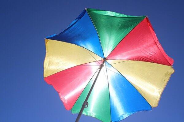 実は夏の褪色原因は紫外線だけでは無い!◯◯にも気をつけて!