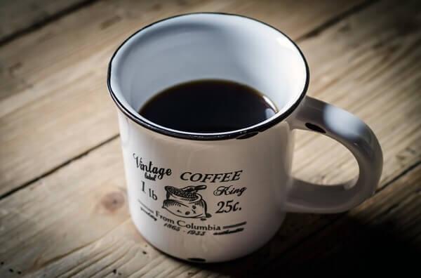 コーヒーを飲むと美白になる!?