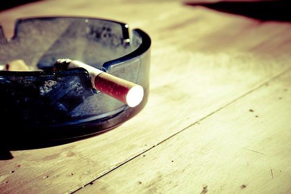喫煙で白髪につながるの!?