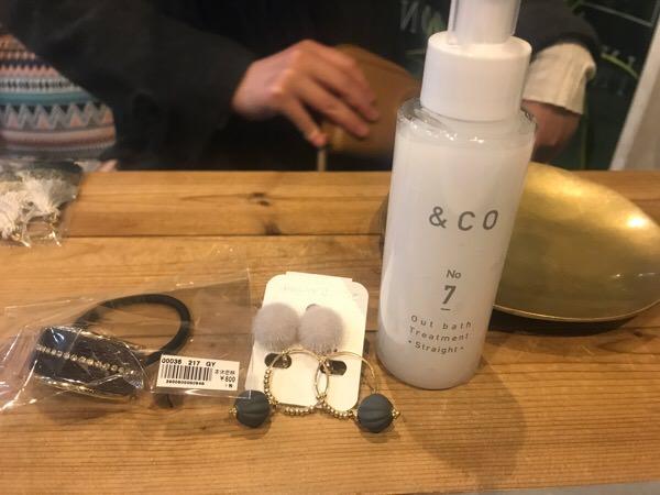 今回のヘアアクセは簡単に使えるものが多いんです。