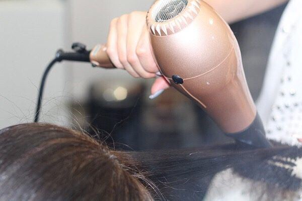 髪の毛を乾かすのにかかる平均時間はどのくらい?