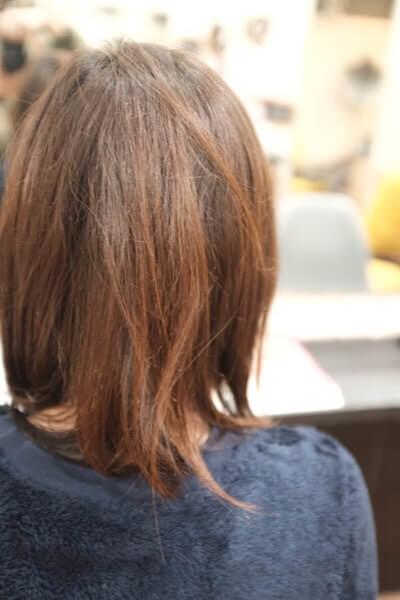 髪の毛が傷んでいる人に共通している行動とは?