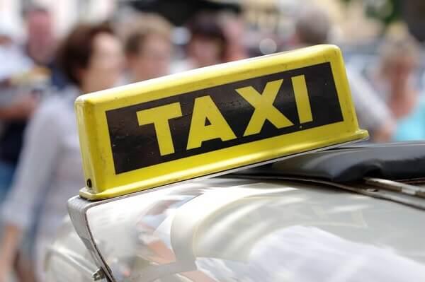 広告収入で走る無料タクシーnommoc(ノモック)が出来る!?