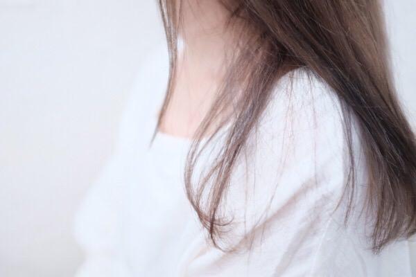 秋は抜け毛の季節?抜け毛が多くても大丈夫なの?