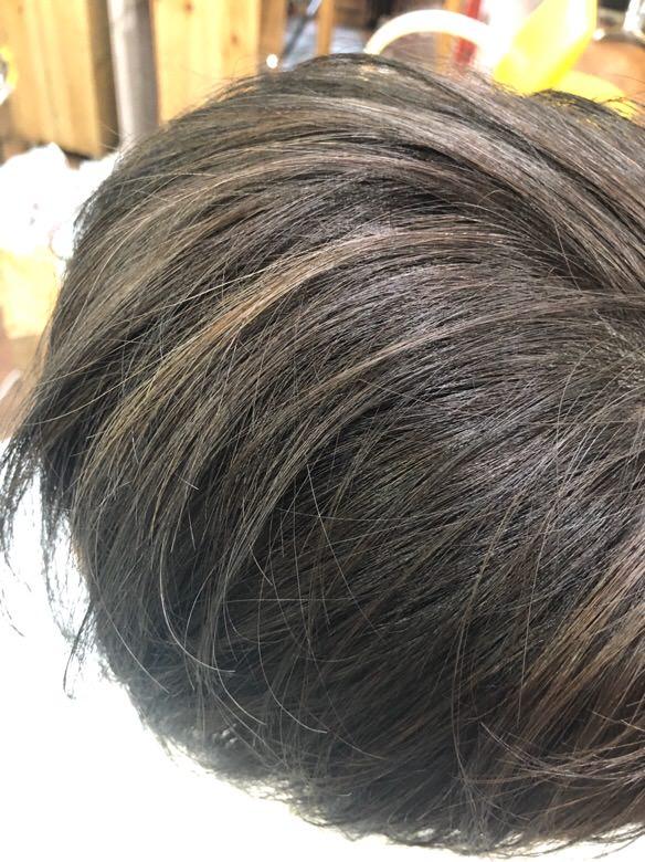 【大阪 今里 美容室】ハイライトとヒカリナスでより透け感のある白髪染めができる!