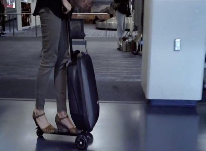 移動が楽すぎるスーツケースが気になる!