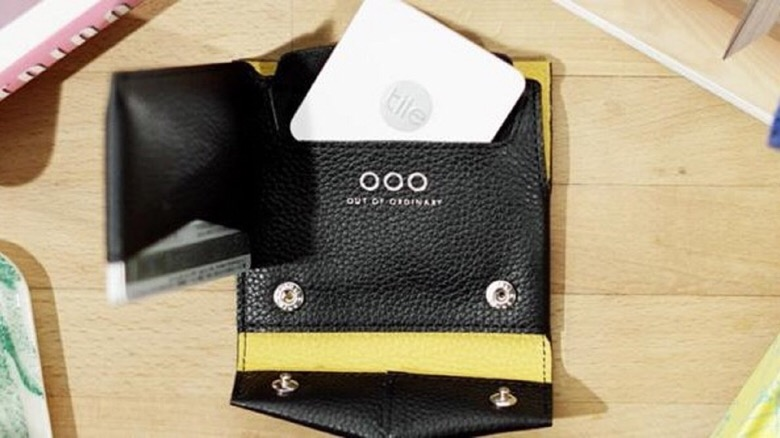 物をすぐなくす人にオススメ。薄さ2.4mmのスマホで場所把握出来る財布