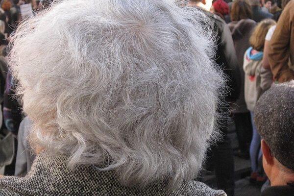 白髪は何歳から増えやすい?