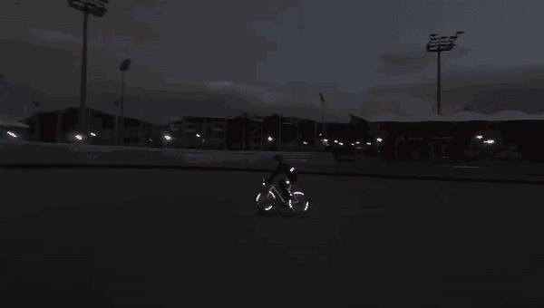 自転車乗る人にオススメの夜光シール!
