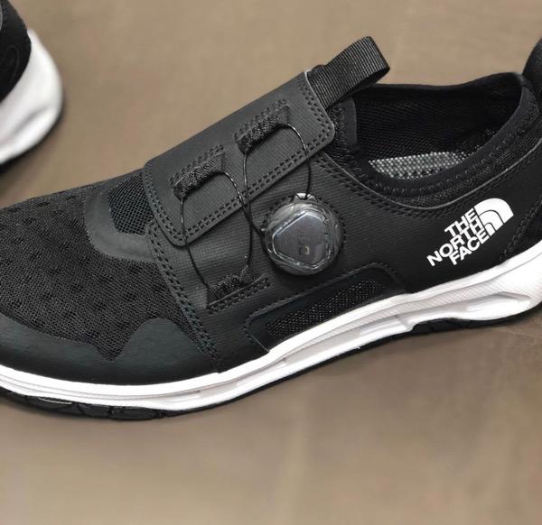 ノースフェイスの水陸両用の靴が良さそう。